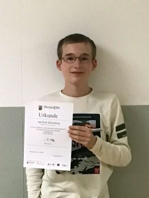 Jan-Erik Salzenberg erreicht den 2. Platz im Rheinland-Pfalz Physik-Wettbewerb