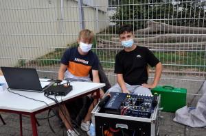 Die Technik-AG sorgt für die musikalische Untermalung
